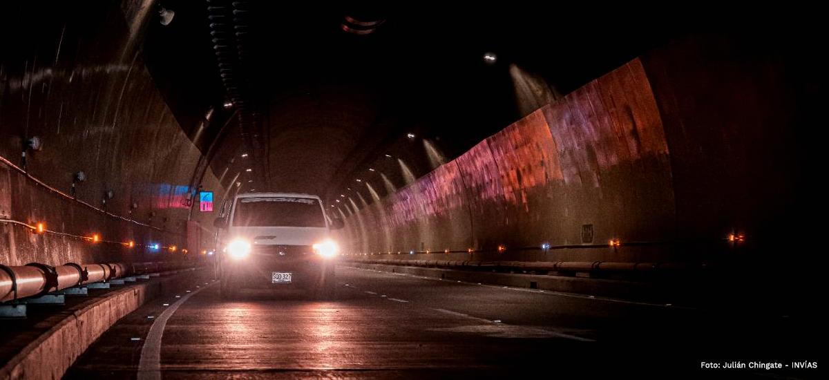 Fotografía de operación del túnel de La Línea.