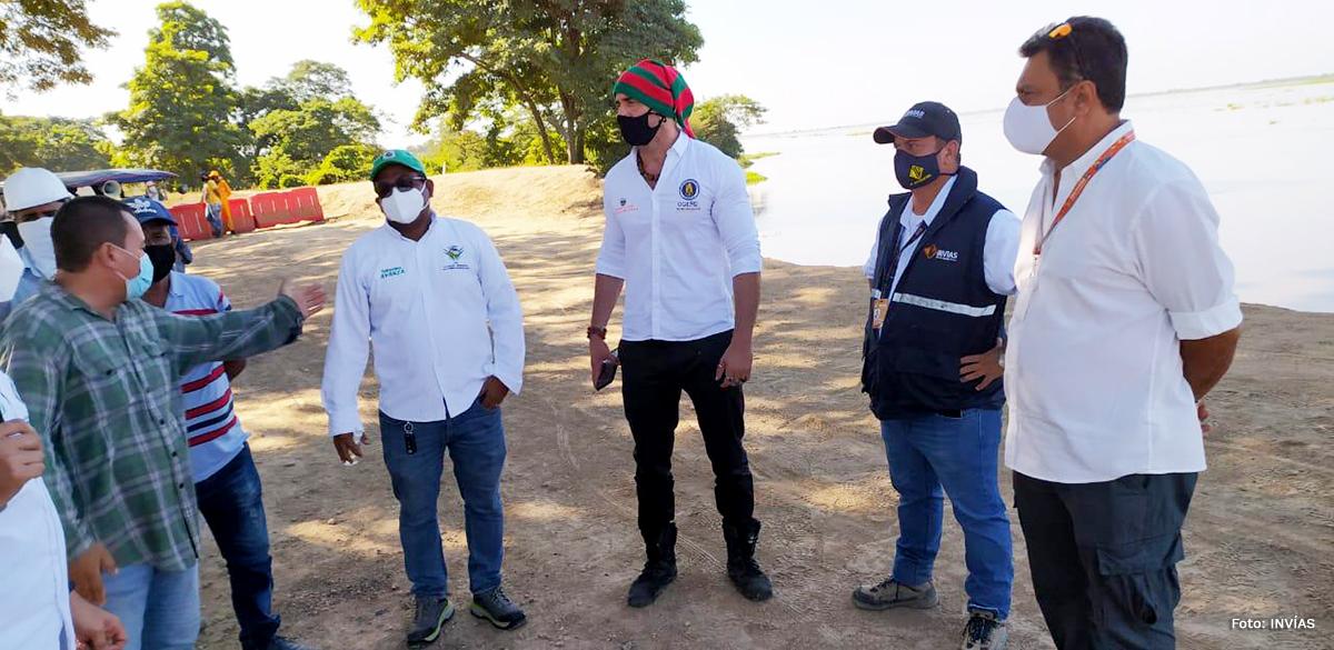 Fotografía del equipo de trabajo de la atención de la emergencia en Salamina.
