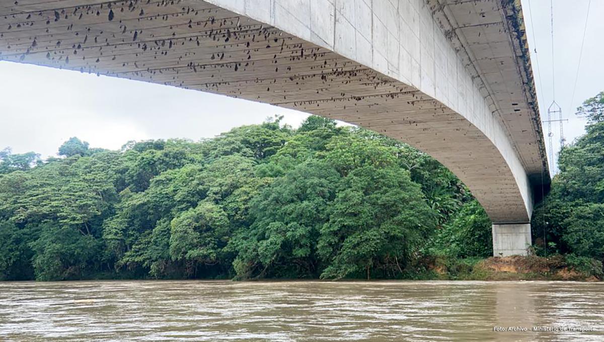 Fotografía de puente en el Chocó.