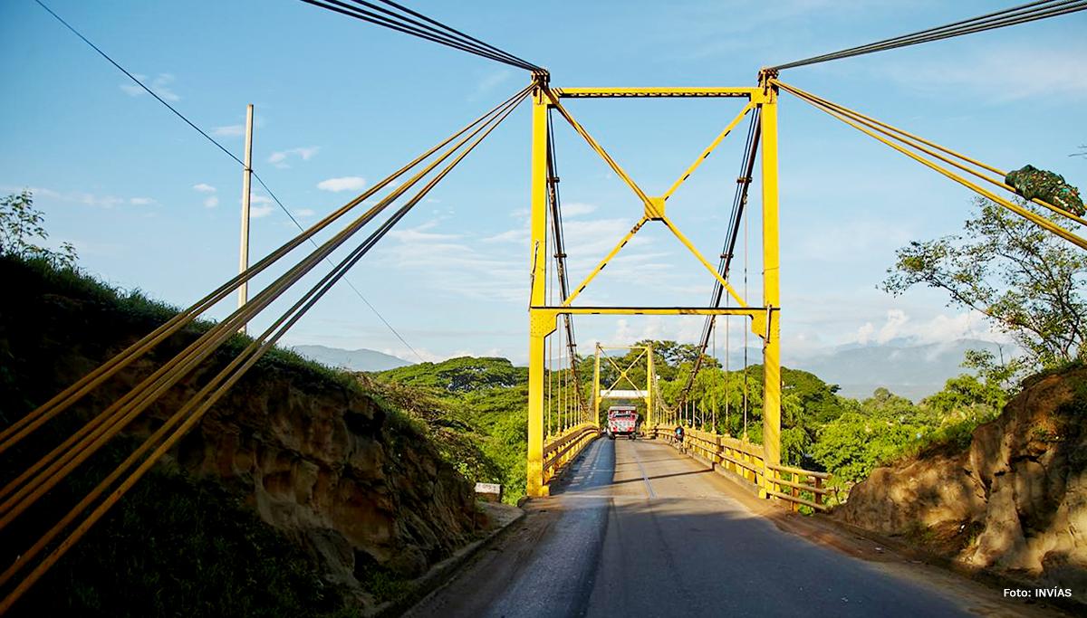 Fotografía de puente vehicular en el departamento de Santander.