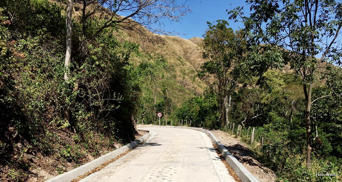 Fotografía de vía terciaria en Urumita, La Guajira.