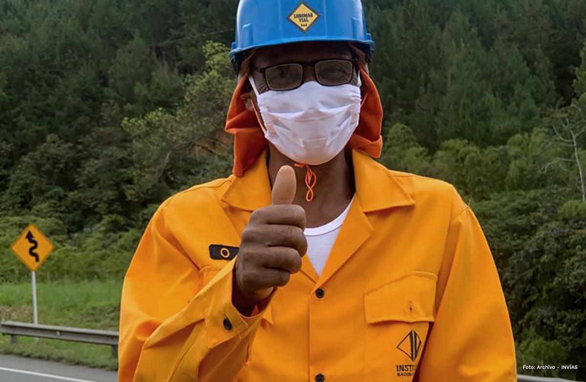 Fotografía de trabajador del INVÍAS.