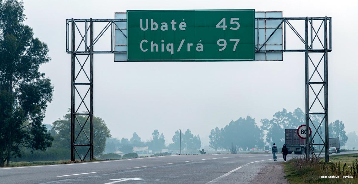Fotografía de vía señalizada hacia Ubaté.