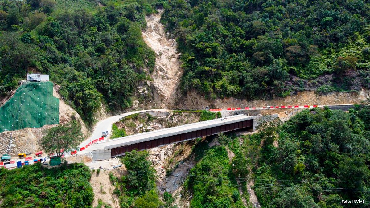 Fotografía del puente que pasa por la vía Los Curos - Málaga.