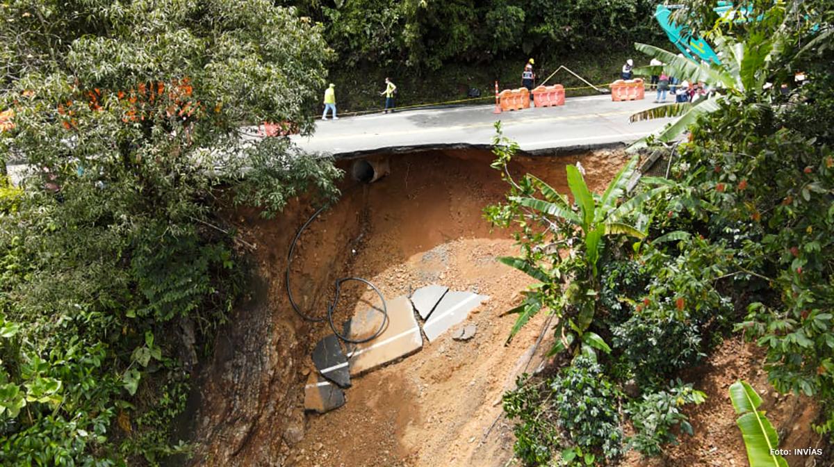 Fotografía de la pérdida de la bancada en la autopista Bogotá - Medellín.