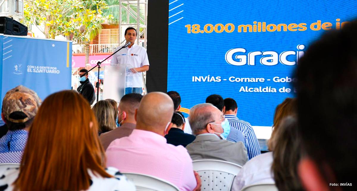 Fotografía del director general del INVÍAS, Juan Esteban Gil durante su intervención en el evento.