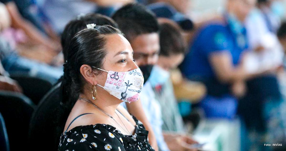 Fotografía de asistente a la reunión de socialización de las obras en Guaviare.