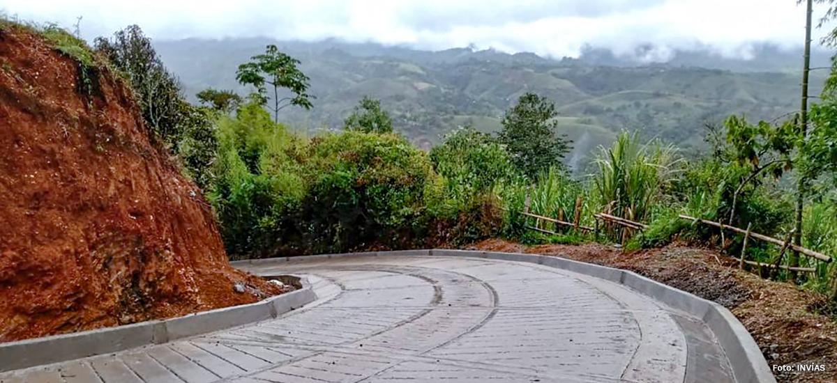 Fotografía vía terciaria en el municipio de Puracé.