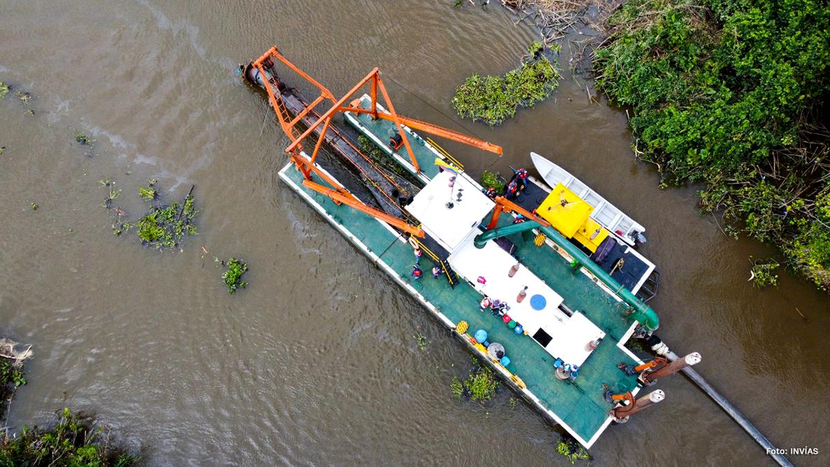 Fotografía draga en Boca Coquito, Golfo de Urabá.