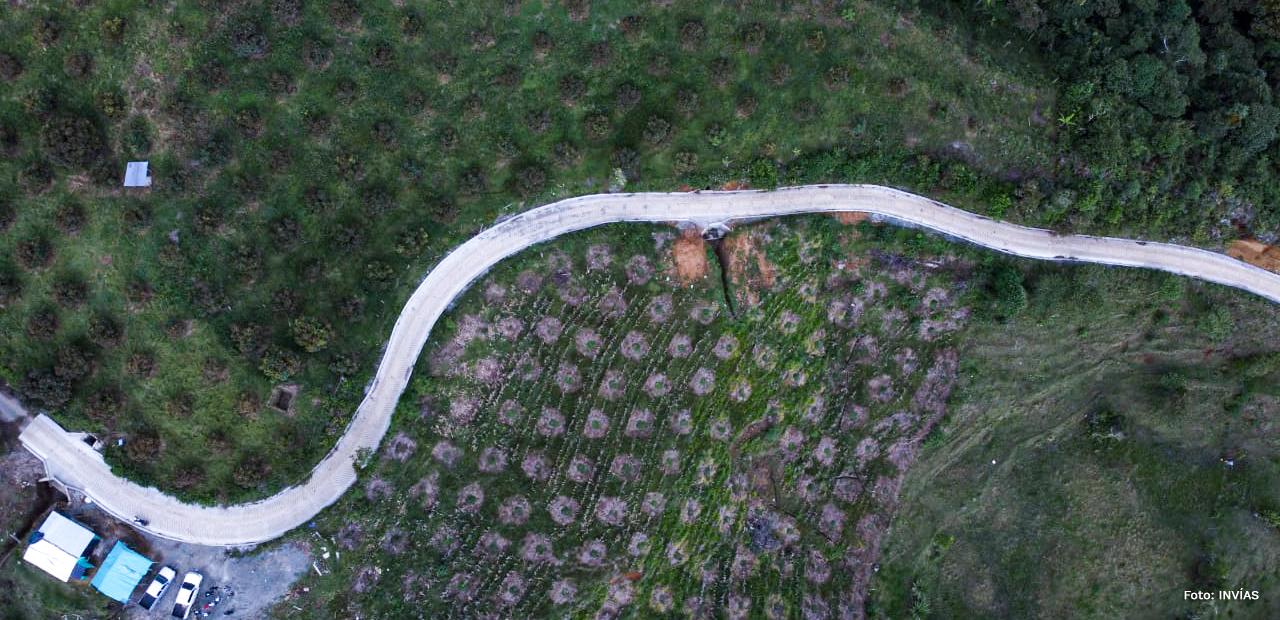 Fotografía con dron de la vía terciaria de Risaralda.