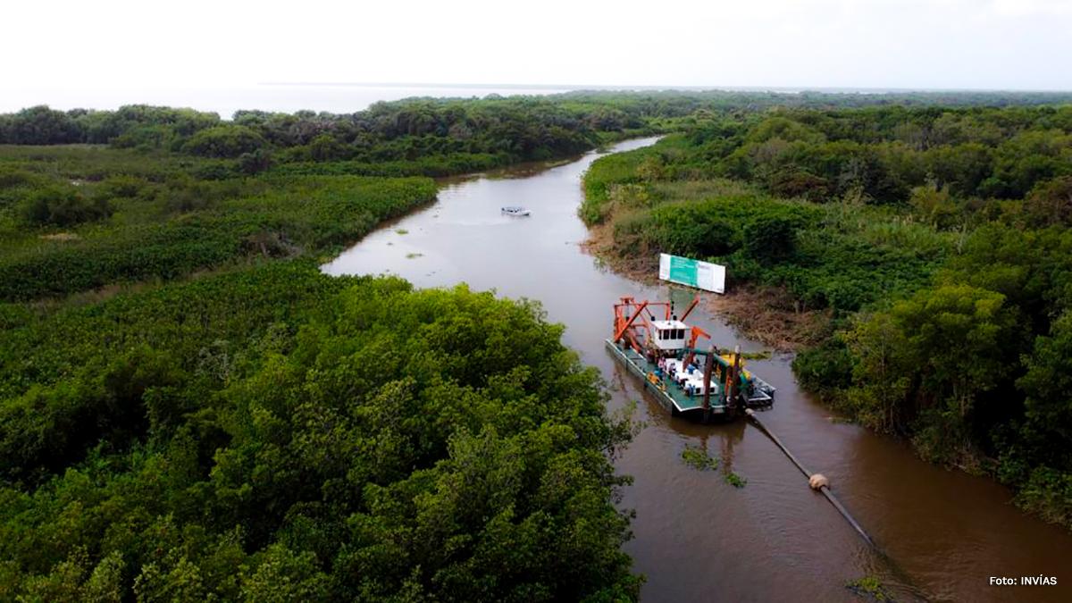 Fotografía del tránsito fluvial por los ríos del país.