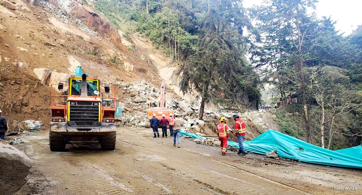 Fotografía de la caída de rocas en el corredor Calarcá - Cajamarca.