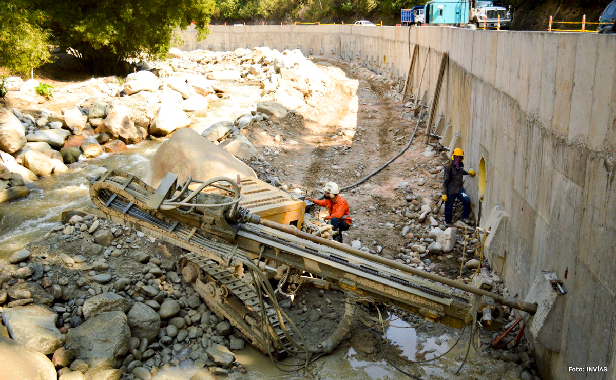 Fotografía de los trabajos de contención de las vías en Santander.