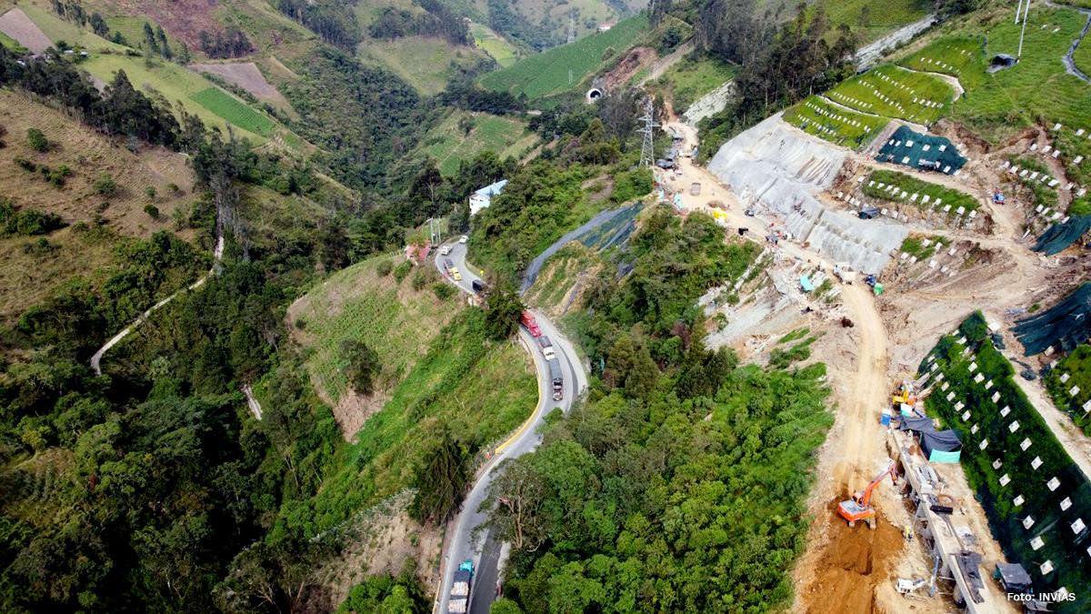 Fotografía tránsito completo en el corredor Calarcá - Cajamarca.